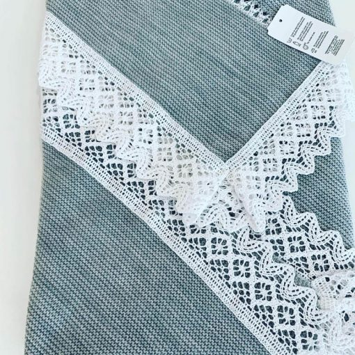 Knitted Blanket With Lace
